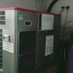 Wyżej pokazana maszyna produkuje coca colę, która później dostarczana jest do dystrybutorów.