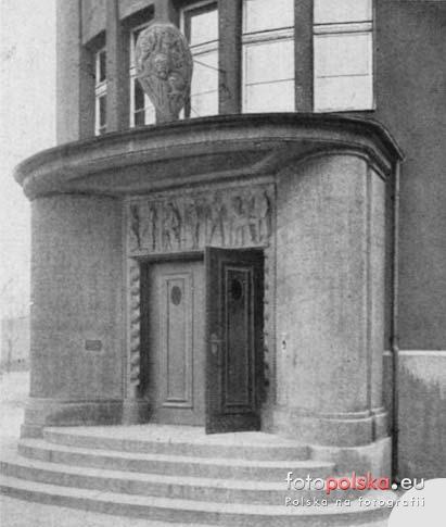 źródło: fotopolska.eu - vorwerk. Lata 1910-1926 , Portal wejściowy do łaźni przy ul.Skłodowskiej, dziś m.in. Pizza Hut.