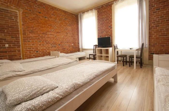 Pokój z łazienką 6osobowy - cena od 40pln/dobę - hostele we Wrocławiu Vanilla Hostel