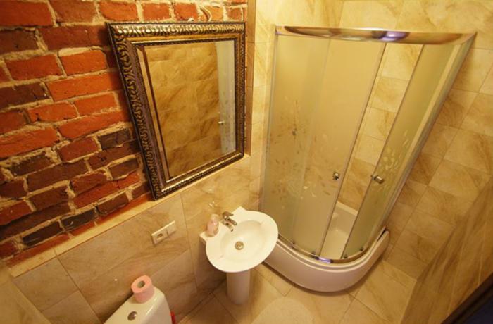 Czysta i schludna łazienka w hostelu Vanilla Hostel we Wrocławiu przy ul. Traugutta