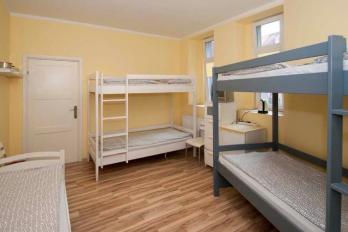 hostel trzy kolory - cennik - ceny zaczynają się od 30 złotych za dobę