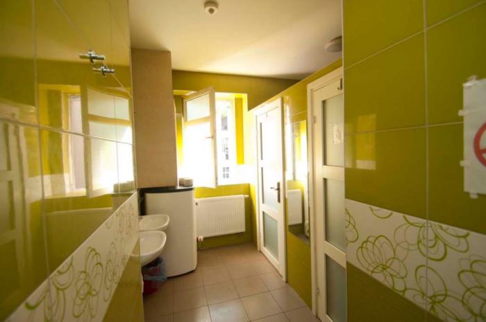łazienki w hostelu