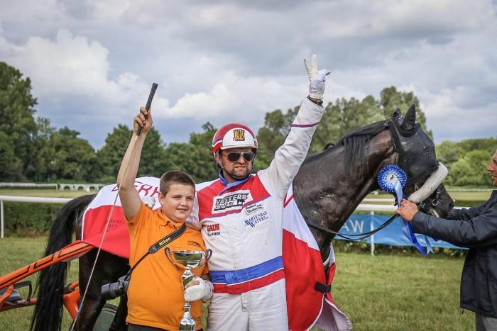 Triumfator Derby Kłusaków Jindrich Klaubenschalk, fot. Dawid Tomiczek